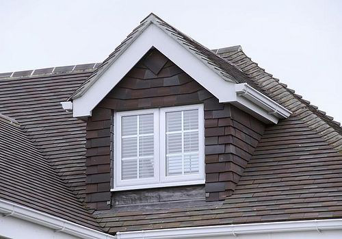 Mẫu nhà mái tam giác 2 tầng đẹp long lanh với chi phí thấp - Ảnh 4.