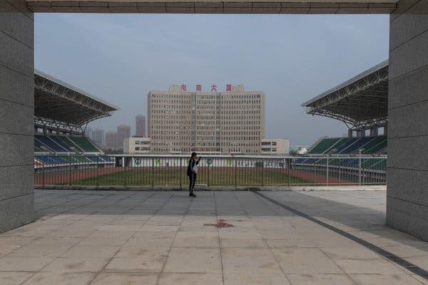 Bắc Kinh càng kiềm chế, địa phương càng lách luật nhiều: Trung Hoa mộng của ông Tập có nguy cơ đổ bể vì bị núi nợ đè - Ảnh 4.