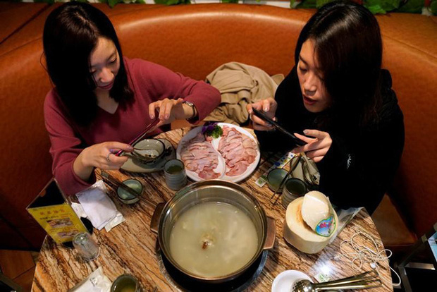 Có thể bạn chưa biết: Ngồi ăn với người xa lạ hay văn hóa ghép bàn là chuyện rất đỗi bình thường ở Hồng Kông - Ảnh 7.
