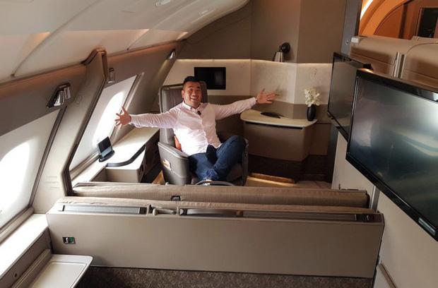 Choáng với vé máy bay ghế hạng nhất giá 600 triệu: Xa xỉ, tiện nghi như khách sạn thu nhỏ, khách còn được tắm nước nóng trong 5 phút - Ảnh 1.