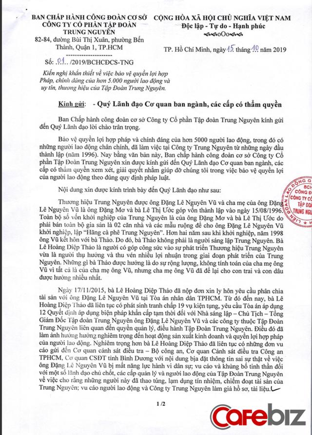 """5.000 nhân viên Trung Nguyên viết tâm thư tố cáo bà Lê Hoàng Diệp Thảo """"bịa đặt, phá hoại bằng thủ đoạn thâm độc"""", làm tê liệt toàn bộ hoạt động sản xuất kinh doanh cũng như kìm hãm sự phát triển của Tập đoàn - Ảnh 1."""