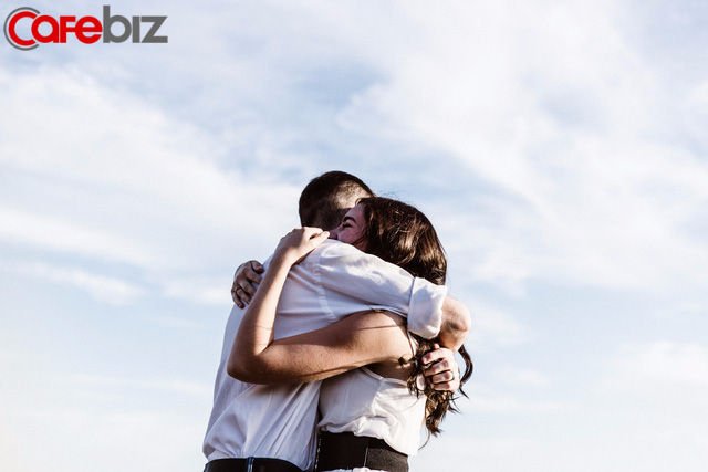 3 cách khoe của tinh tế của một người đàn ông: Chu đáo với vợ, ân cần với con, một lòng hiếu thảo với cha mẹ - Ảnh 1.