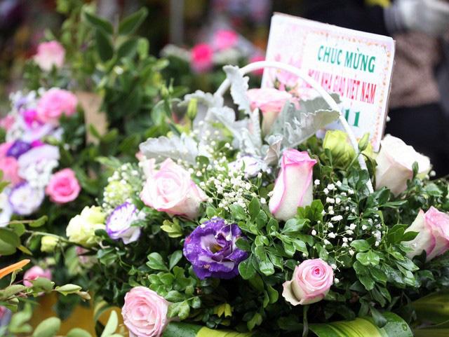 Những món quà ý nghĩa gửi tặng thầy cô nhân ngày 20/11 - Ảnh 1.