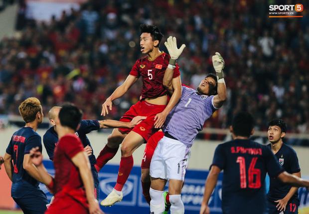 Cựu trọng tài nổi tiếng nhất nước Anh, từng bắt 2 kỳ World Cup nói Việt Nam mất oan bàn thắng - Ảnh 2.