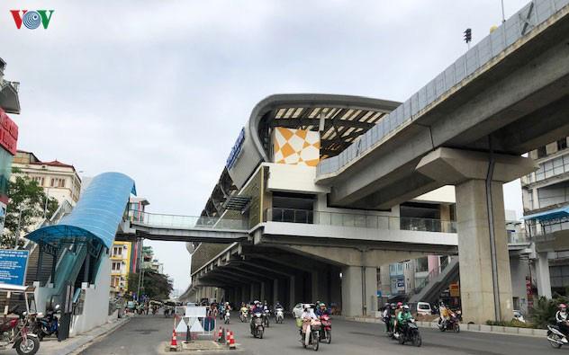 Hành khách tiếp cận tuyến đường sắt Cát Linh- Hà Đông bằng cách nào? - Ảnh 1.