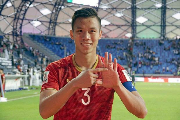 """Quế Ngọc Hải nói về chiếc băng đội trưởng thêu cờ Tổ quốc: """"Tôi muốn mang biểu tượng của dân tộc trên sân khi quyết đấu Thái Lan"""" - Ảnh 3."""