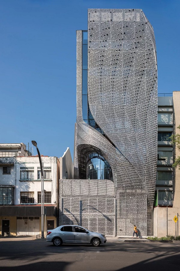 Sốc với tòa nhà mặt tiền bao phủ lớp thép uốn lượn độc đáo - Ảnh 2.