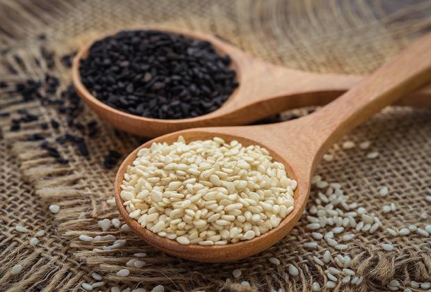 Hạt vừng đen: loại hạt bé xíu nhưng có võ mà nhà nào cũng có hóa ra lại bổ dưỡng hơn cả một thang thuốc bổ - Ảnh 1.