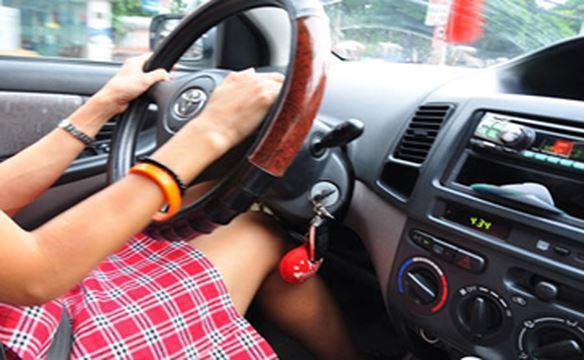 Những kỹ năng lái xe cần thiết cho phụ nữ để tránh tai nạn - Ảnh 2.
