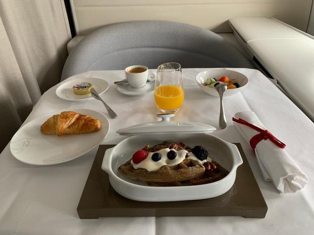 Chuyên trang du lịch công bố 10 hãng hàng không có đồ ăn cao cấp và ngon nhất thế giới, top 2 đều nằm ở châu Á - Ảnh 14.