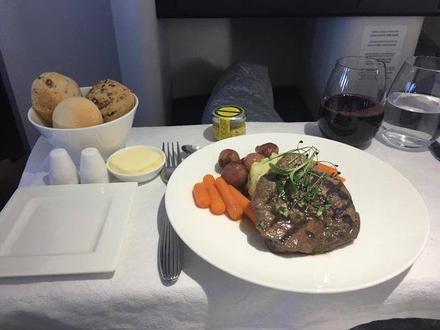 Chuyên trang du lịch công bố 10 hãng hàng không có đồ ăn cao cấp và ngon nhất thế giới, top 2 đều nằm ở châu Á - Ảnh 19.