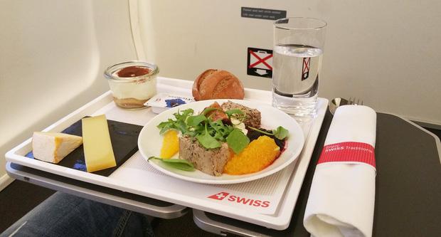 Chuyên trang du lịch công bố 10 hãng hàng không có đồ ăn cao cấp và ngon nhất thế giới, top 2 đều nằm ở châu Á - Ảnh 6.