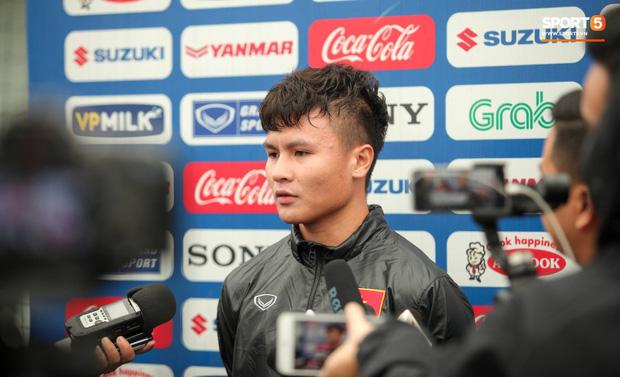 Phóng viên Thái Lan hỏi Quang Hải có muốn đến Thai League thi đấu hay không rồi phải nhận câu trả lời cay đắng - Ảnh 1.