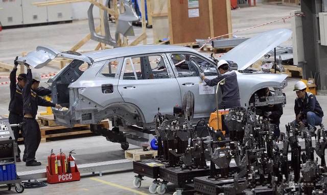 Showroom, nhà máy xe lớn nhất Đông Nam Á nở rộ tại Việt Nam - Ảnh 2.