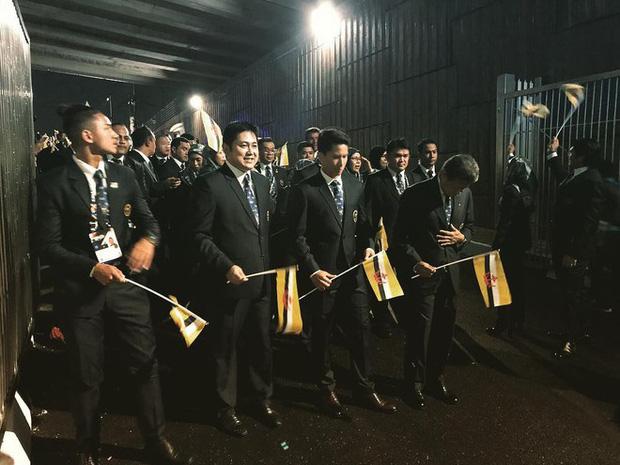 Cuộc sống đáng ghen tị của hai hoàng tử Brunei tại SEA Games 30: Đã đẹp trai lại giàu có, nhà toàn siêu xe và du thuyền nhưng vẫn đá bóng vì đam mê! - Ảnh 2.