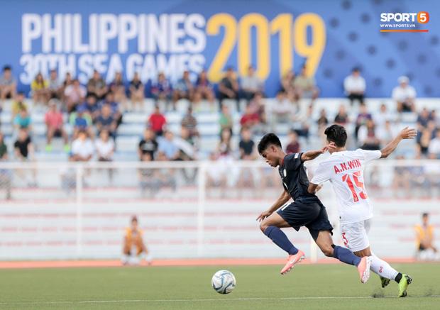 Tin chắc sẽ vượt qua vòng bảng, HLV Park Hang-seo cử trợ lý U22 Việt Nam thăm dò đối thủ ở bán kết SEA Games 2019 - Ảnh 1.