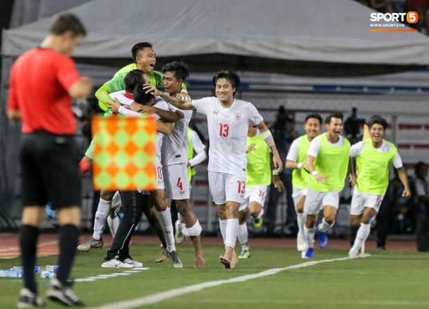 Tin chắc sẽ vượt qua vòng bảng, HLV Park Hang-seo cử trợ lý U22 Việt Nam thăm dò đối thủ ở bán kết SEA Games 2019 - Ảnh 9.