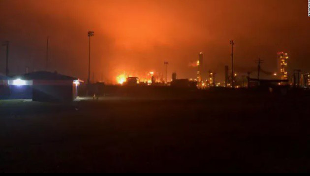Nổ lớn tại nhà máy hóa học ở Texas, 60.000 người nhận lệnh sơ tán - Ảnh 1.