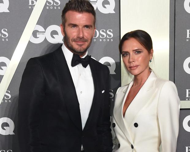 Victoria Beckham đứng trước nguy cơ phá sản: Nợ hàng trăm nghìn tỷ, David đầu tư cho vợ nhưng chỉ nhận lại thất vọng - Ảnh 2.