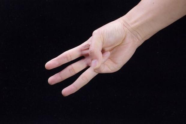 Chỉ với 3 ngón tay, bạn có thể tự kiểm tra xem mình đang có nguy cơ mắc ung thư vòm họng hay không - Ảnh 1.