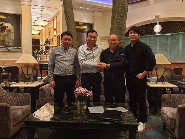 Cập nhật sự kiện HLV Park Hang-seo ký hợp đồng với Liên đoàn bóng đá Việt Nam: Nhân vật chính xuất hiện tại nhà riêng trước giờ G - Ảnh 7.