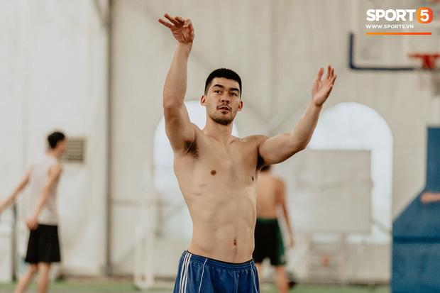 Nam thần cơ bắp của đội tuyển bóng rổ Việt Nam dự SEA Games 30: Đang học thạc sĩ tại Mỹ, trở về Việt Nam vì muốn cống hiến cho tổ quốc - Ảnh 1.