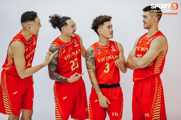 Nam thần cơ bắp của đội tuyển bóng rổ Việt Nam dự SEA Games 30: Đang học thạc sĩ tại Mỹ, trở về Việt Nam vì muốn cống hiến cho tổ quốc - Ảnh 18.