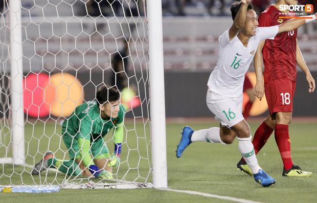 Cận cảnh tình huống Bùi Tiến Dũng mắc sai lầm, tặng free U22 Indonesia một bàn thắng ở SEA Games 30 - Ảnh 5.