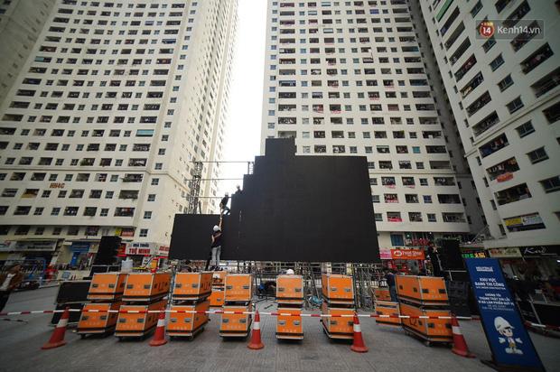 Hà Nội: Nhiều màn hình LED siêu to khổng lồ được dựng lên, sẵn sàng đón chờ màn tranh đấu kịch tính giữa Việt Nam và Indonesia - Ảnh 2.