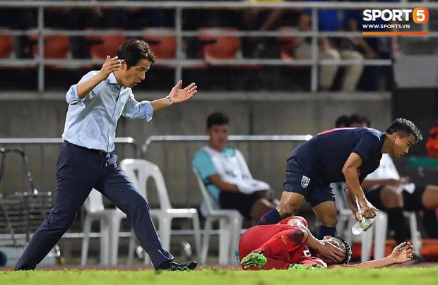 Góc lý giải: Luật nào khiến ông Park Hang-seo trở thành HLV đầu tiên của bóng đá Việt Nam phải nhận thẻ đỏ? - Ảnh 4.