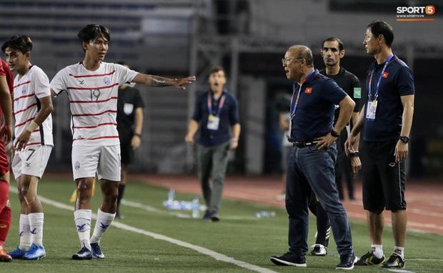 Góc lý giải: Luật nào khiến ông Park Hang-seo trở thành HLV đầu tiên của bóng đá Việt Nam phải nhận thẻ đỏ? - Ảnh 5.
