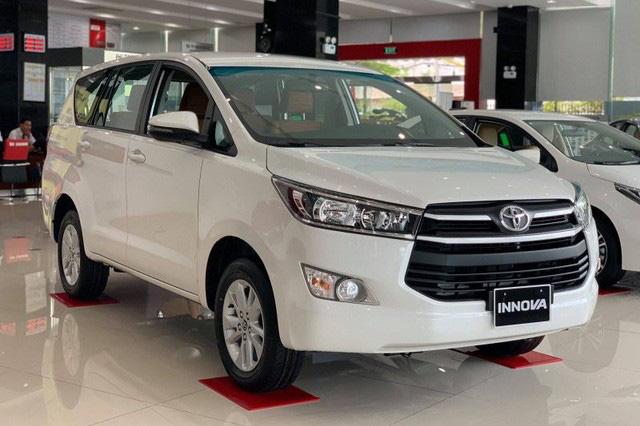 Loạt xe bị 'hạ bệ' khỏi top 10 bán chạy tại Việt Nam: Innova suýt bị Ertiga vượt mặt nhưng Honda CR-V gây bất ngờ hơn - Ảnh 2.