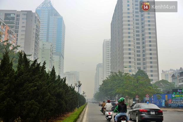 Không khí Hà Nội tiếp tục ô nhiễm nghiêm trọng khiến nhiều người phải thốt lên đầy hoang mang: Không muốn bước ra đường luôn - Ảnh 13.