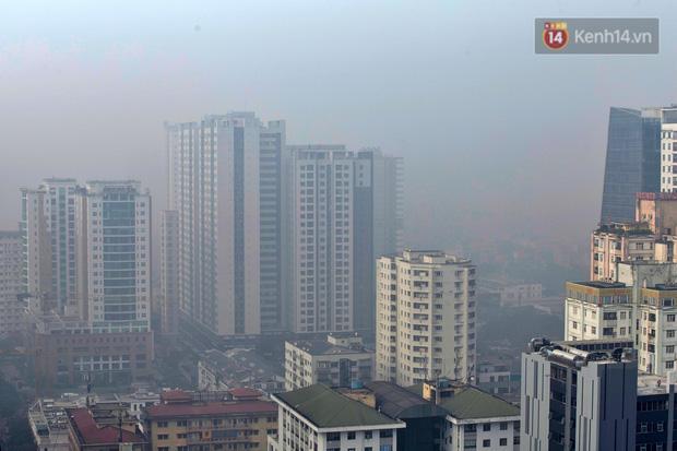 Không khí Hà Nội tiếp tục ô nhiễm nghiêm trọng khiến nhiều người phải thốt lên đầy hoang mang: Không muốn bước ra đường luôn - Ảnh 8.