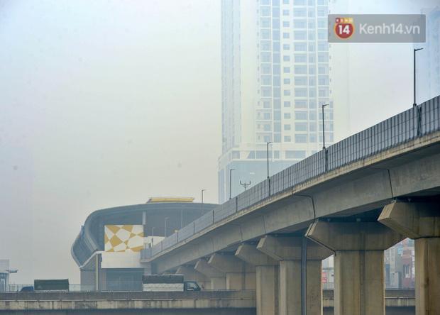 Không khí Hà Nội tiếp tục ô nhiễm nghiêm trọng khiến nhiều người phải thốt lên đầy hoang mang: Không muốn bước ra đường luôn - Ảnh 9.