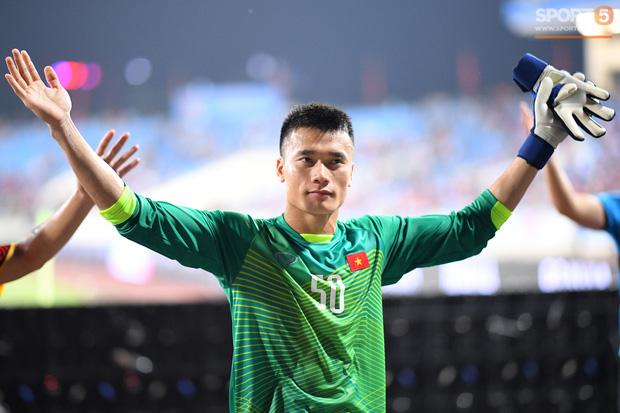 Chính thức: Thủ môn Bùi Tiến Dũng ký hợp đồng 3 năm với CLB TP. Hồ Chí Minh - Ảnh 1.