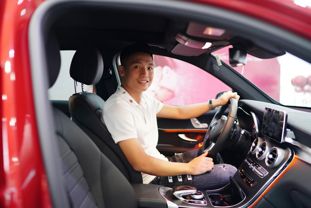 Dàn sao bóng đá nam Việt Nam đua nhau mua ô tô bạc tỷ tặng người thân - Ảnh 2.