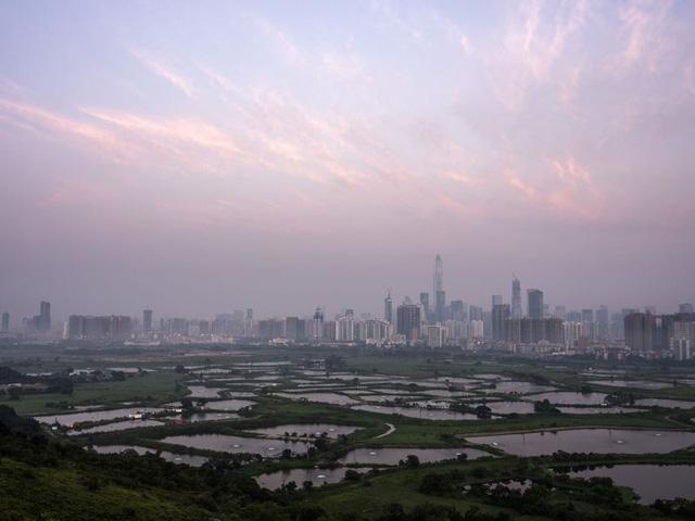 Bloomberg: Trung Quốc có thể vượt Mỹ thành nền kinh tế số 1 thế giới, nhưng người dân nước này vẫn chỉ là những người nghèo - Ảnh 2.