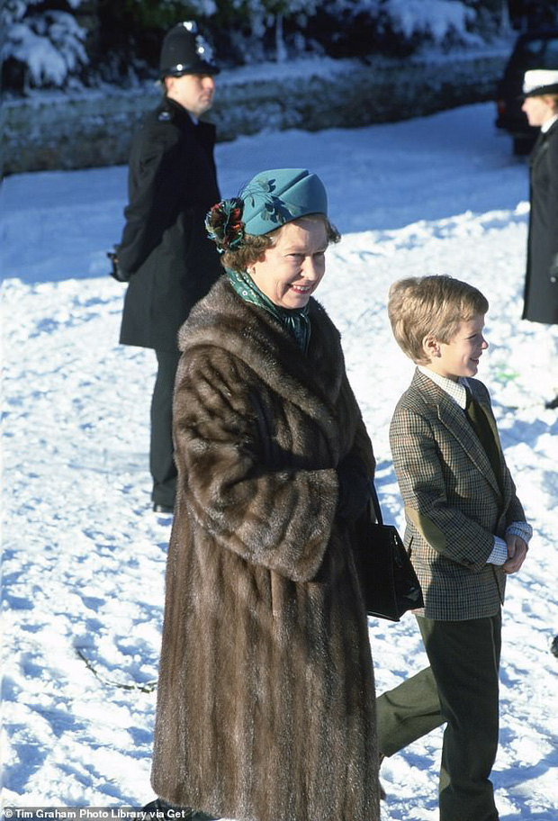 Loạt ảnh hiếm về những khoảnh khắc đón Giáng sinh vui vẻ trong quá khứ của Hoàng gia Anh suốt nhiều thập kỷ khiến dân mạng bồi hồi - Ảnh 7.