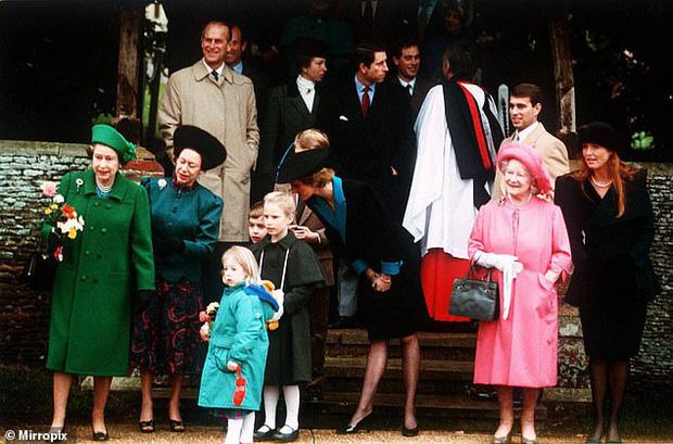 Loạt ảnh hiếm về những khoảnh khắc đón Giáng sinh vui vẻ trong quá khứ của Hoàng gia Anh suốt nhiều thập kỷ khiến dân mạng bồi hồi - Ảnh 10.