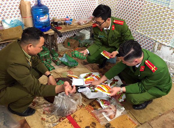 Phát hiện hàng trăm kg nguyên liệu thực phẩm không rõ nguồn gốc tại Sơn La - Ảnh 1.