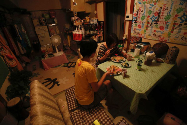 Nghịch lý khó tin của Nhật Bản: Nền kinh tế top thế giới, nhưng tại sao số trẻ em không được đi học cũng cực kỳ cao? - Ảnh 1.
