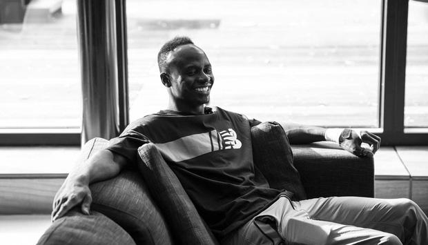 Sadio Mane và hành trình 10 năm từ đôi giày rách nát đến ngôi sao bóng đá rộng lượng nhất thế gian: Nhà lầu xe hơi chẳng màng, chỉ thích giúp đỡ dân làng - Ảnh 4.