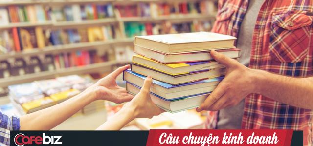 Câu hỏi kiểm chứng tư duy làm giàu: Bán sách cho 1.000 khách hàng mỗi người 1 cuốn và Bán 1.000 cuốn sách cho 1 khách hàng, bạn chọn cách nào? - Ảnh 1.