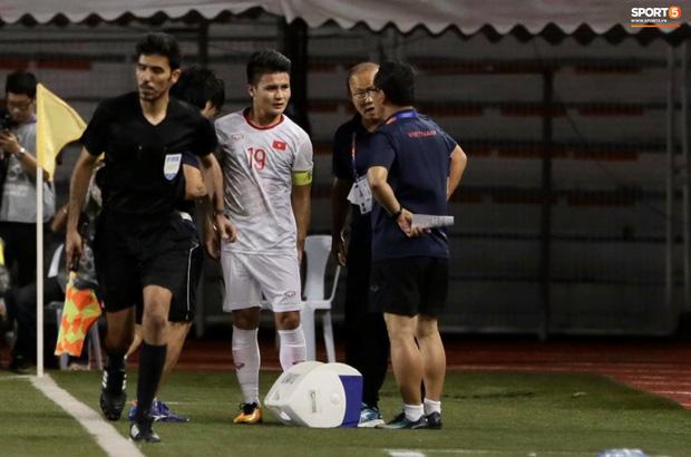 Bác sĩ của Đoàn thể thao Việt Nam tại SEA Games 2019 lo ngại Quang Hải sẽ phải chia tay giải đấu - Ảnh 3.