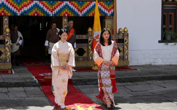 Năm 2019 lên hương của Hoàng hậu Bhutan khiến cộng đồng mạng thế giới phải chao đảo - Ảnh 1.