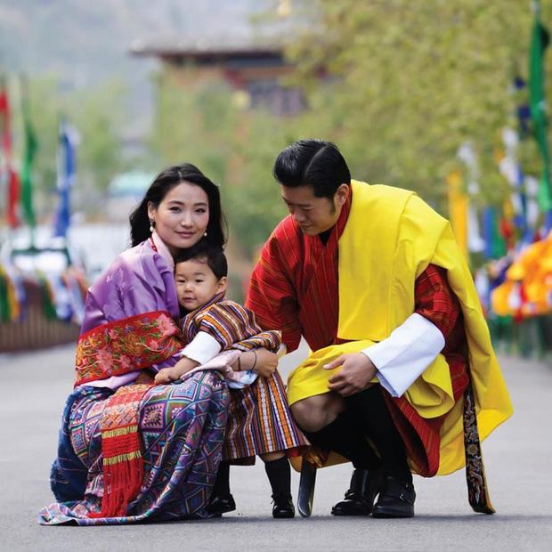 Năm 2019 lên hương của Hoàng hậu Bhutan khiến cộng đồng mạng thế giới phải chao đảo - Ảnh 4.