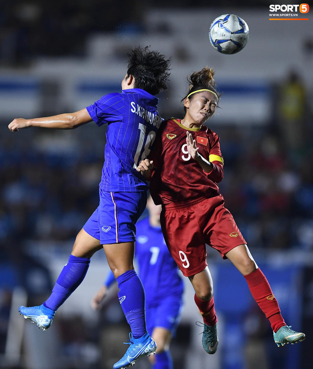 Fan xót xa hình ảnh tuyển thủ nữ Việt Nam rách đùi, băng gối vẫn lăn xả tranh bóng: Dù sao đấy cũng là một cô gái thôi mà - Ảnh 12.