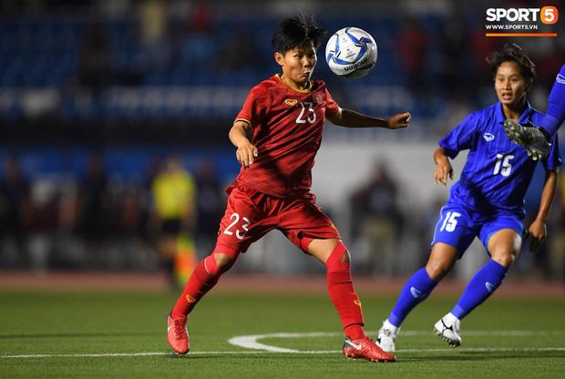 Fan xót xa hình ảnh tuyển thủ nữ Việt Nam rách đùi, băng gối vẫn lăn xả tranh bóng: Dù sao đấy cũng là một cô gái thôi mà - Ảnh 11.