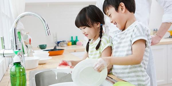 Con có lười và hay trốn việc đến mấy, các mẹ hãy cứ áp dụng ngay 3 phương pháp này là con lại chăm ngay - Ảnh 1.
